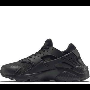 Youth Nike Huarache shoes black size 6Y